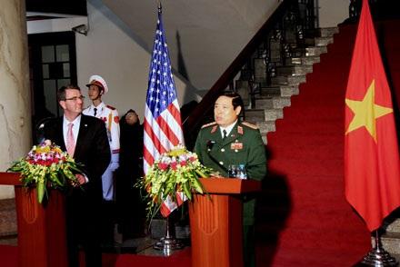 Mong Mỹ dỡ bỏ lệnh bán vũ khí sát thương cho Việt Nam