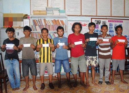8 tên cướp biển bị nhà chức trách Việt Nam bắt giữ.