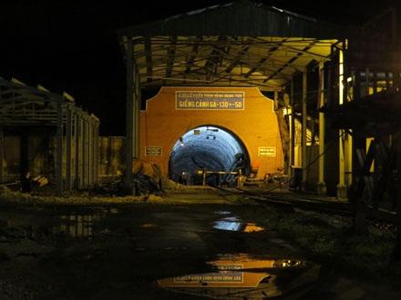 Khu vực bên ngoài hầm lò bị tụt tại mỏ than Vàng Danh.
