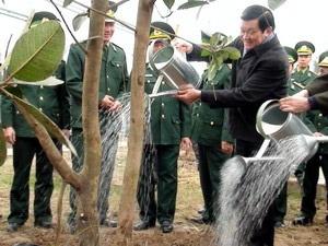 Chủ tịch nước phát động Tết trồng cây Xuân 2012 - 1