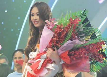 Mai Giang hạnh phúc trong khoảnh khắc nhận ngôi vị Quán quân VNTM 2012. (Ảnh: VOV)