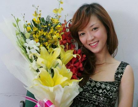 Top 4 Giọng hát Việt Đinh Hương có mặt tại tòa soạn báo
