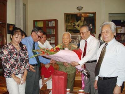 Chủ tịch Nguyễn Mạnh Cầm chúc mừng sinh nhật Đại tướng năm 2007