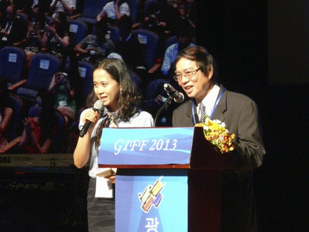 Đạo diễn Đặng Nhật Minh được vinh danh tại Liên hoan phim Quốc tế Gwangju. (Ảnh: Đặng Quốc Bình)