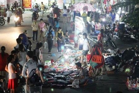 """Một góc chợ """"chồm hổm"""" sinh viên làng ĐHQG TP.HCM"""