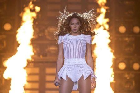 """Beyoncé luôn có những màn trình diễn """"đốt cháy"""" trên sân khấu"""