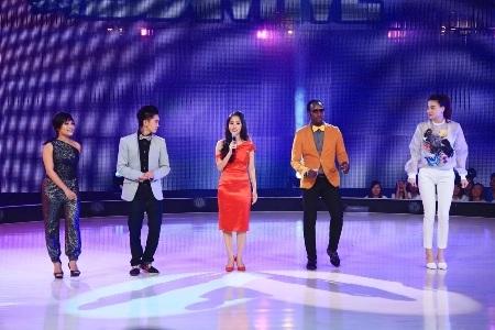 Các giám khảo và MC Khánh Thi hào hứng ngay từ phút mở màn