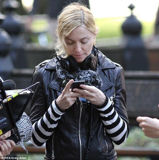 Siêu sao như Madonna vẫn bị đuổi ra khỏi rạp khi vi phạm quy định chung