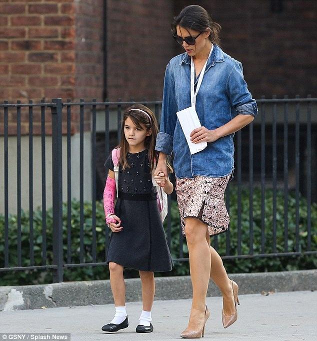 Kể từ khi chia tay với Tom Cruise thì Katie Homes vẫn một mình chăm sóc Suri