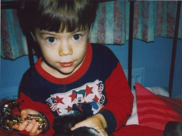 Harry Styles chia sẻ bức ảnh đang chơi trong phòng ngủ với đôi mắt to đáng yêu