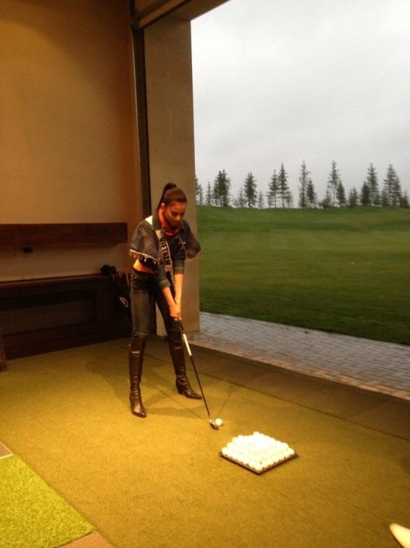 Trương Thị May tự tin với tài đánh golf của mình