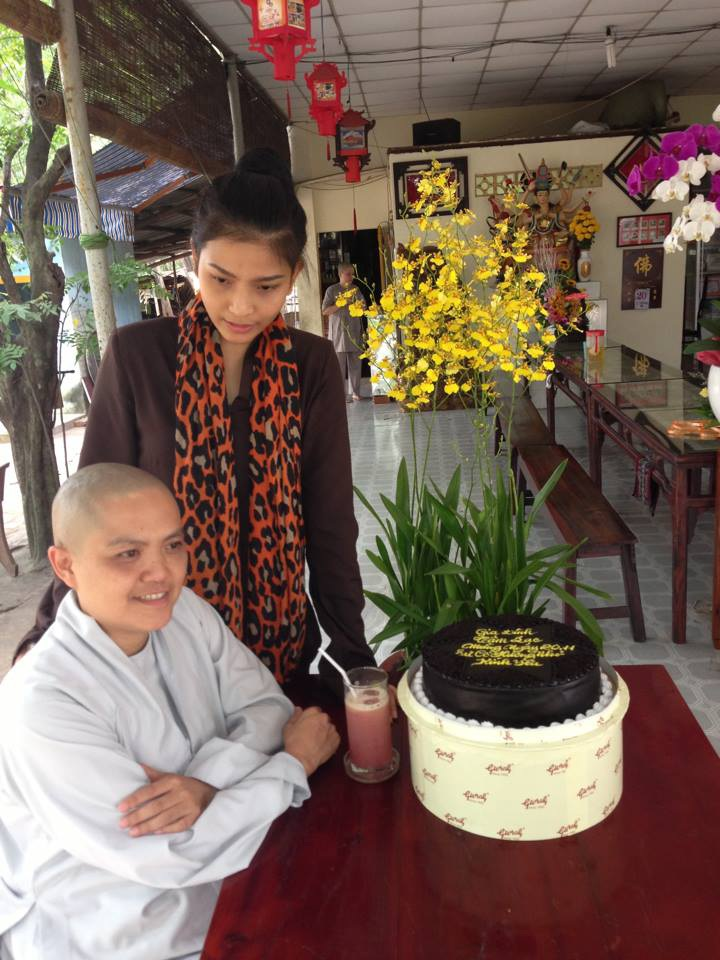 Trương Thị May kể lại cùng sư cô Hương Nhũ những kỷ niệm tại Hoa hậu Hoàn vũ 2013