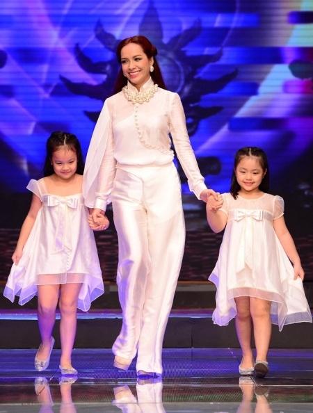 Thúy Hạnh lần đầu cùng trình diễn với 2 con gái
