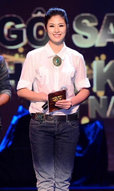 Hoa hậu Ngọc Hân tươi tắn trở lại với vai trò dẫn chương trình