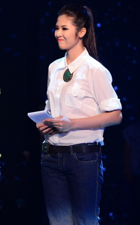 Hoa hậu Ngọc Hân lắng nghe ý kiến các nhà đầu tư để hỗ trợ các thí sinh