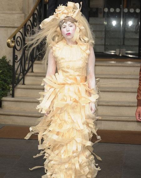 Phong cách quái dị thường thấy của Lady Gaga