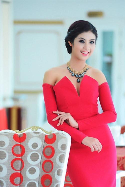 Hoa hậu Ngọc Hân vẫn giữ vai trò dẫn chương trình