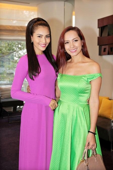 Trương Thị May cùng cựu người mẫu Thúy Hạnh