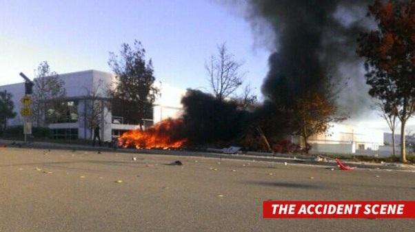 Chiếc xe bốc cháy dữ dội tại hiện trường tai nạn