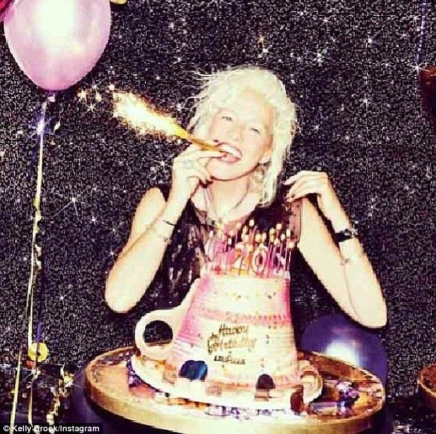 Nhiếp ảnh giaEllen Von Unwerth hạnh phúc trong tiệc sinh nhật 60 của mình