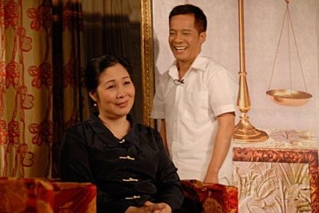 Nghệ sỹ Hồng Vân và Minh Nhí tung hứng ăn ý trên sân khấu hài
