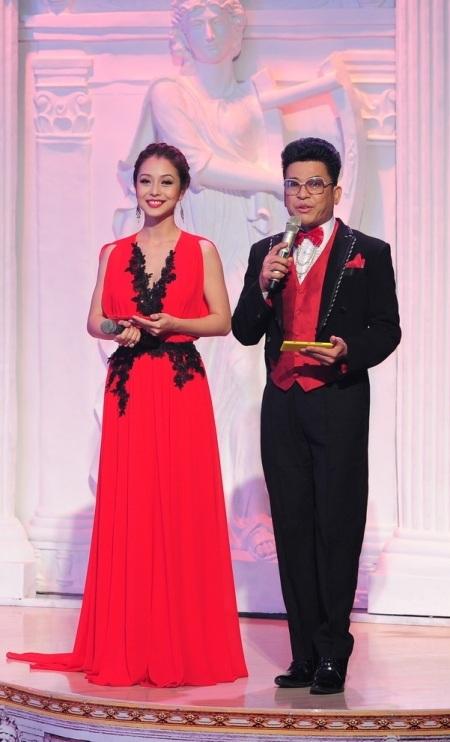 MC Thanh Bạch và Jennifer Phạm xuất hiện mở màn trong liveshow 4