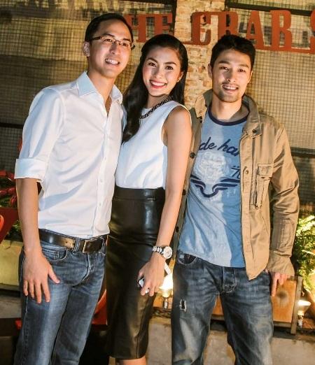 Johnny Trí Nguyễn cũng có mặt để chúc mừng Hà Tăng