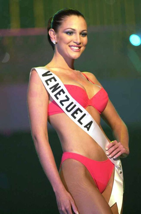 Eva Ekvall sinh năm 1983, là hoa hậu Venezuela năm 2000 và cũng là Á hậu 3 của