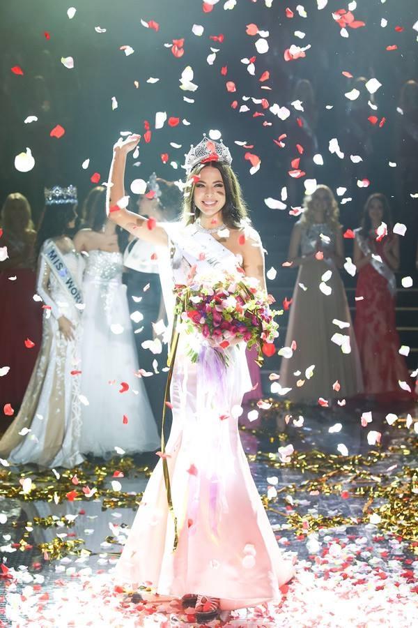 Yulia bất ngờ khi nghe xướng tên hoa hậu