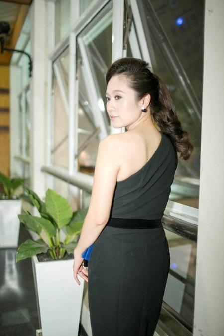 Diện trang phục giản dị nhưng không kém phần sang trọng để xuất hiện