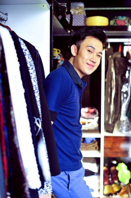 Một góc để trang phục đi diễn của Dương Triệu Vũ