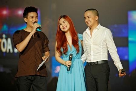 Cặp đôi giao lưu cùng ca sỹ Ngô Kiến Huy