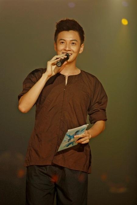 Ngô Kiến Huy hài hước trong vai trò dẫn chương trình