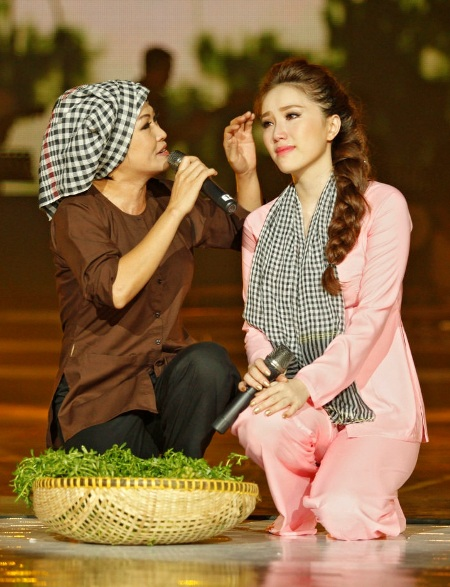 Hai nữ ca sỹ khóc sướt mướt trên sân khấu khi hát liên khúc