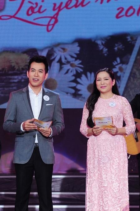 Anh cũng kiêm luôn vai trò dẫn chương trình bên cạnh MC Quỳnh Hương