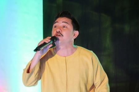NSND Hồng Vân và Anh Vũ quậy tưng bừng trên sân khấu