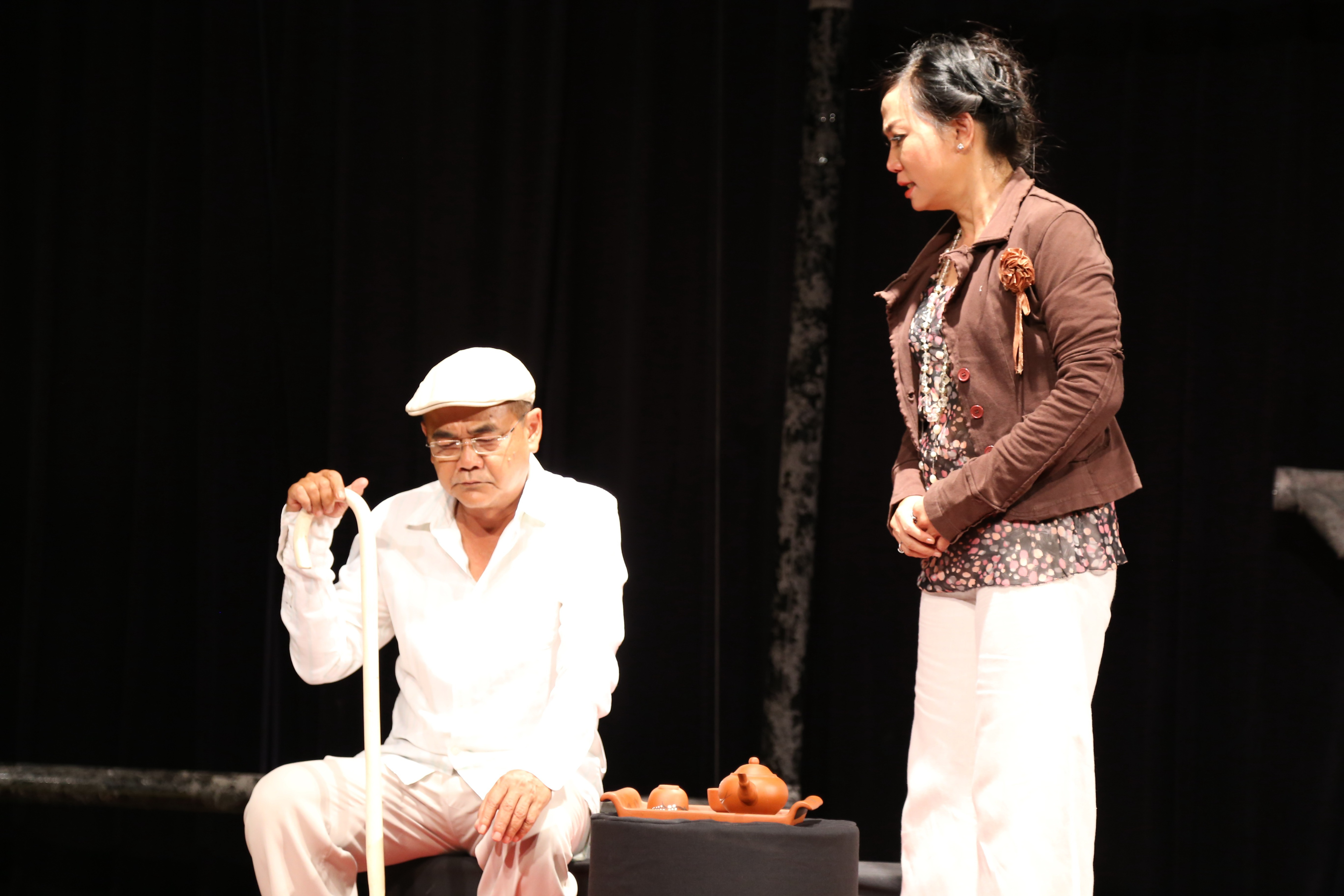 Kim Khánh diễn xuất bên cạnh NSƯT Việt Anh
