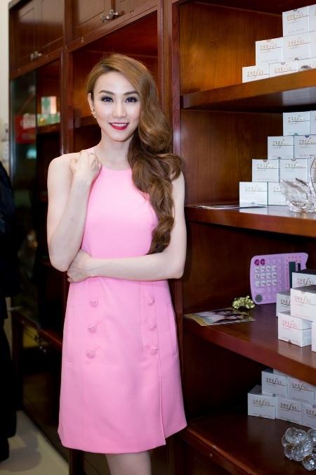 Chiếc váy được tiết lộ với giá 38 triệu đồng