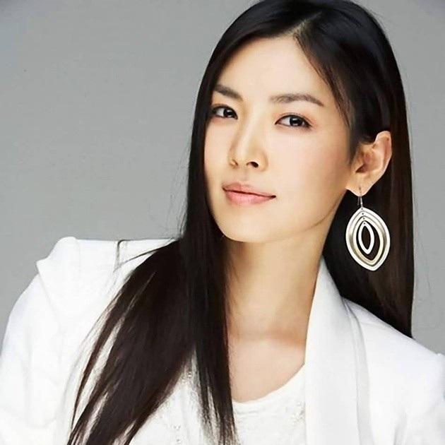 Dù bận rộn nhưng Kim So Yeon vẫn dành thời gian đọc sách thu âm cho người mù
