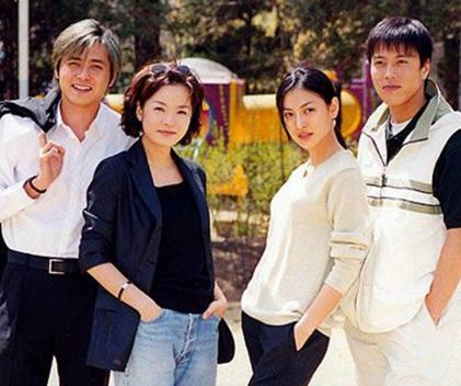 Kim So Yeon (thứ hai từ phải sang)nổi tiếng với vai phản diện trong phim