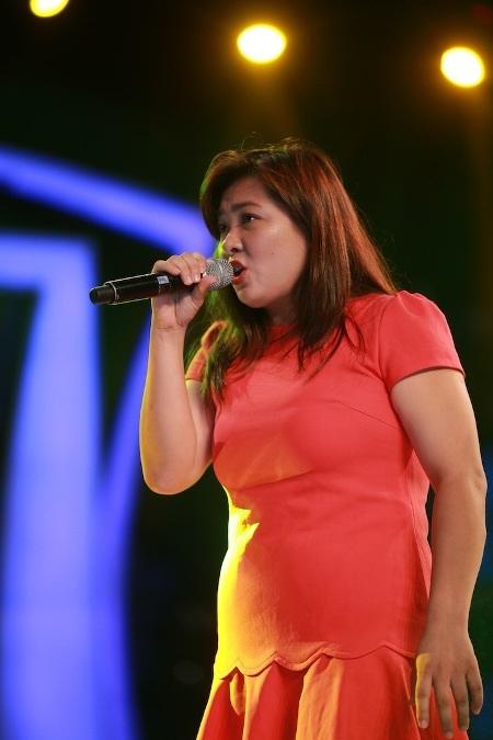 Minh Thùy quyết định chiều lòng fans vào giờ chót khi thay đổi bài hát