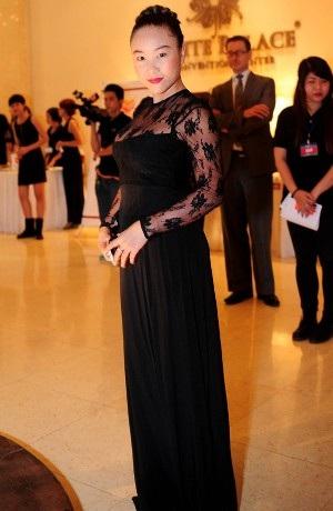 Nữ ca sỹ socola mũm mĩm sau 1 tháng sinh con