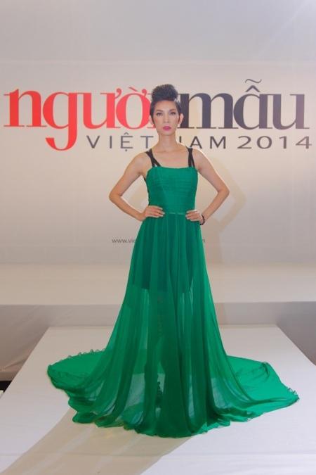Năm ngoái, chiếc ghế trống của Xuân Lan được thay thế cho siêu mẫu Thanh Hằng.