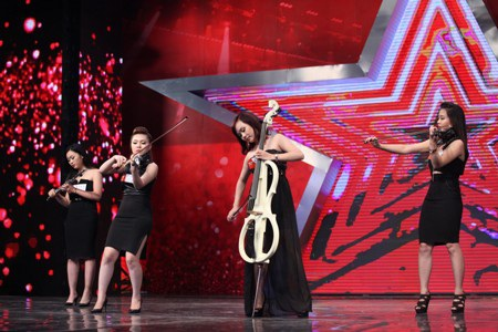 4 cô gái Toxic trổ tài chơi nhạc cụ