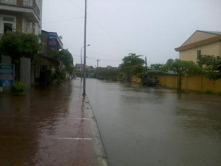 Nhiều tuyến đường TP Hà Tĩnh ngập lụt do mưa to