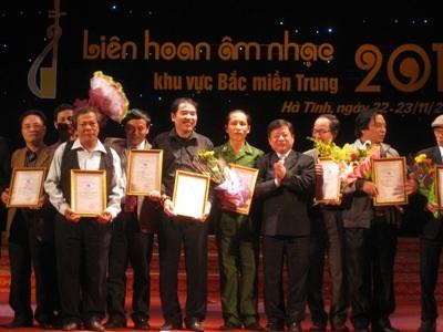 BTC trao giải cho các tác giả đoạt giải A tại liên hoan