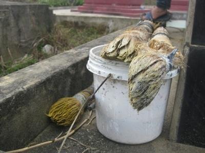 Bộ đồ nghề của một ngày tảo mộ thuê