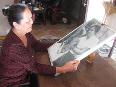 Gần 20 năm sau bà Ngô Thị Sâm mới biết được có sự hiện diện của bức ảnh