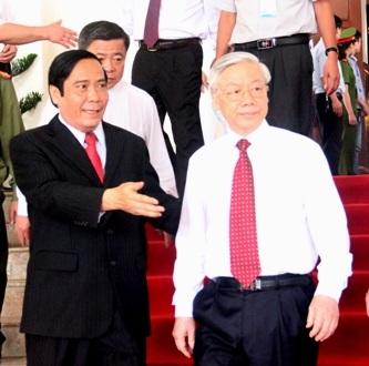 Các cán bộ lãnh đạo Hà Tĩnh qua các thời kỳ tới dự buổi lễ kỷ niệm