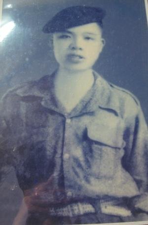 Ảnh chụp Đại tá Nguyễn Huyên trước khi lên đường nhập ngũ